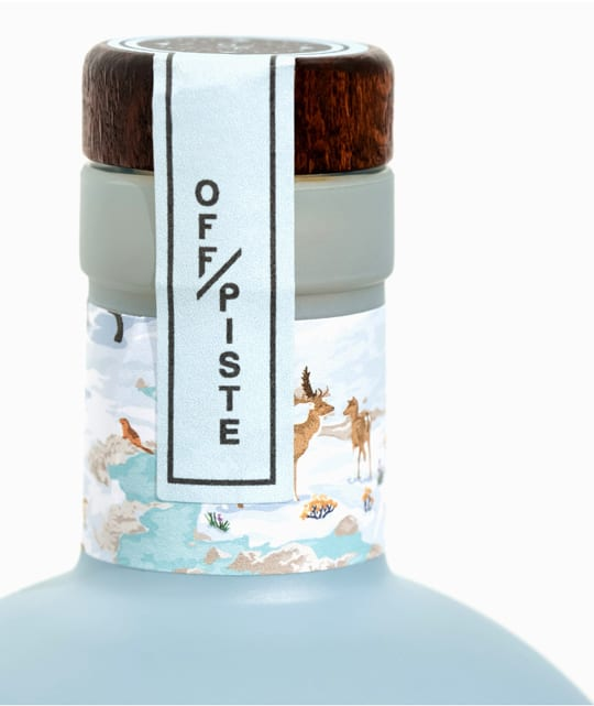 Gin bottle with wooden top closure